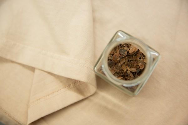 「カカオ色」を纏う。草木染の可能性を追求する村田染工 インタビュー