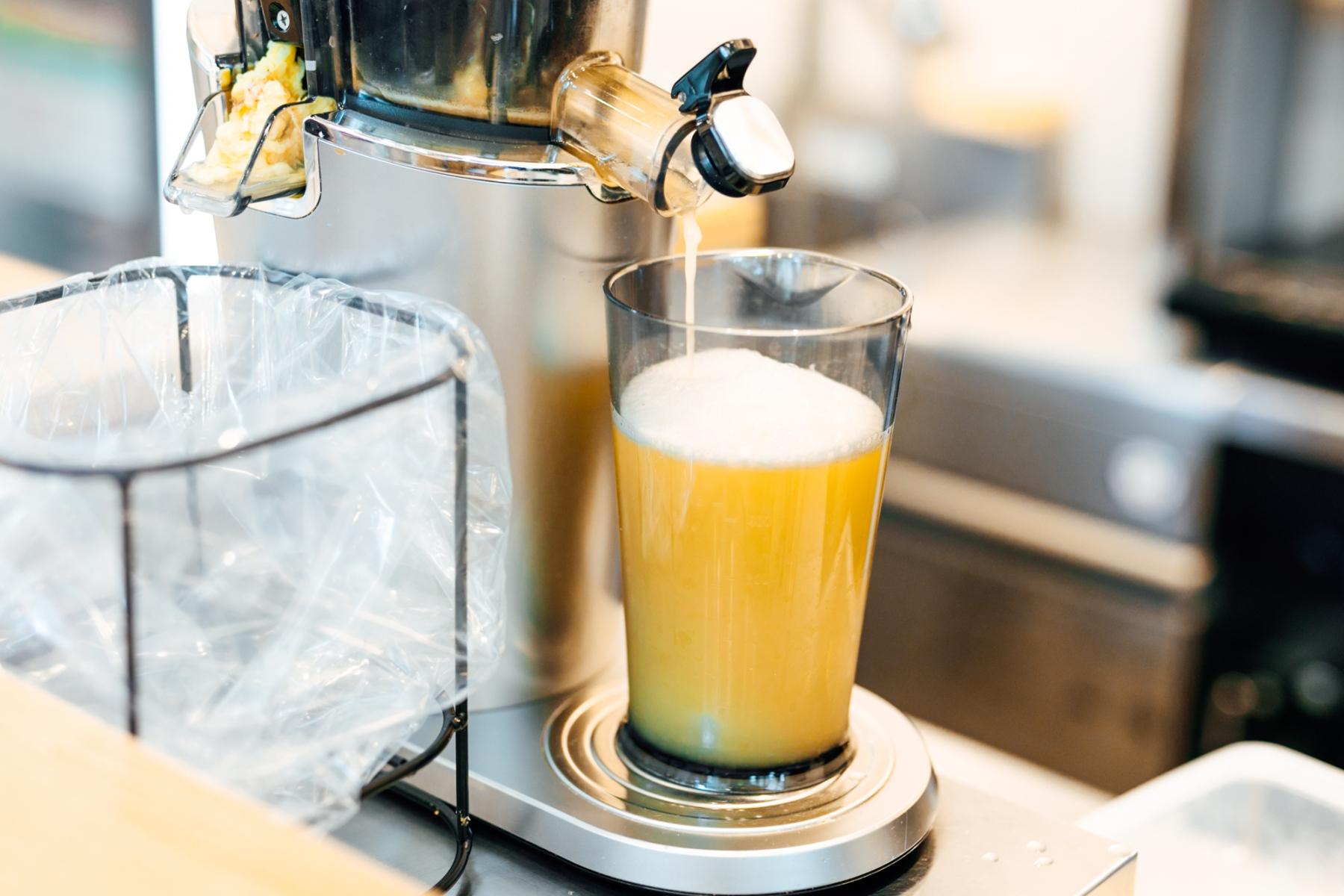 「Why Juice?」×「APeCA」がコラボ。無農薬野菜×フルーツ×カカオニブが引き立て合う、新感覚のジュース3種が誕生