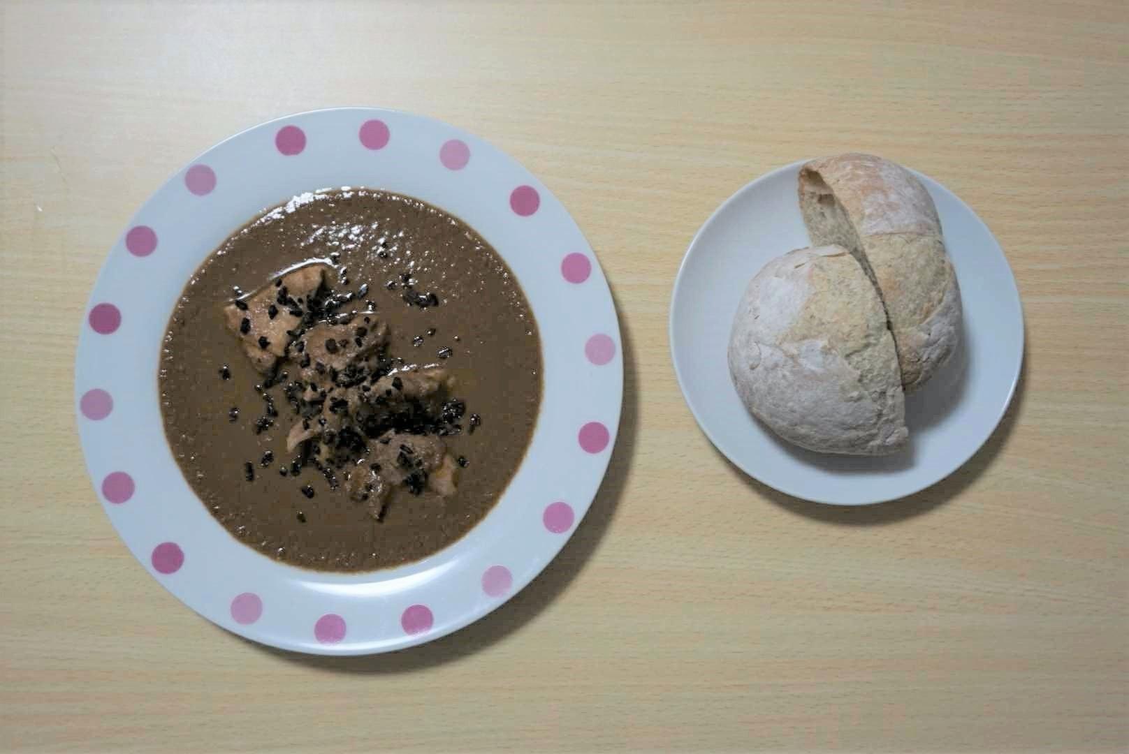 チョコレートを使った煮込み料理「モレポブラーノ」