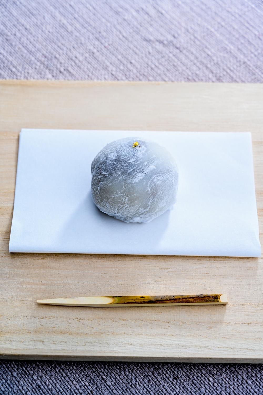和菓子めぐるの『季節はめぐる』<br>写真家 岩根愛が切り取る愛とめぐるカカオにまつわるふたりの往復書簡