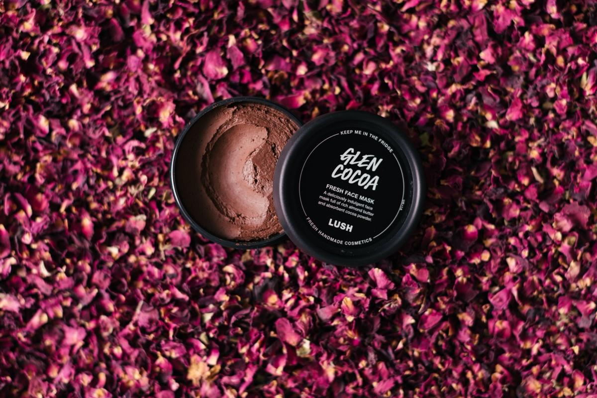 LUSHより、花の香り漂う濃厚なチョコレートの様なフレッシュフェイスマスクが新発売。お肌で「グレンショコラ」を召し上がれ