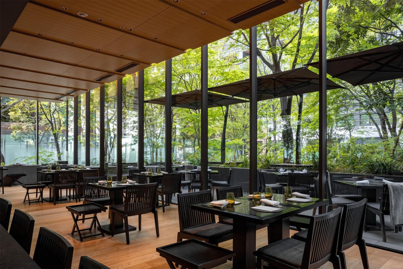 ザ・カフェbyアマンから、緑を眺めながらいただく大人なチョコレートパフェ「パフェ オ ショコラ」