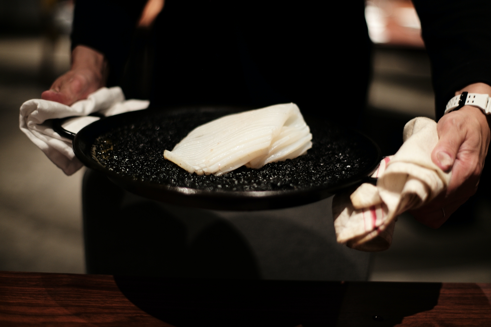 """夜にだけ姿を現す鎌倉のカカオレストラン「ROBB」で、前代未聞 """"魚×カカオ""""の創作料理を食す"""