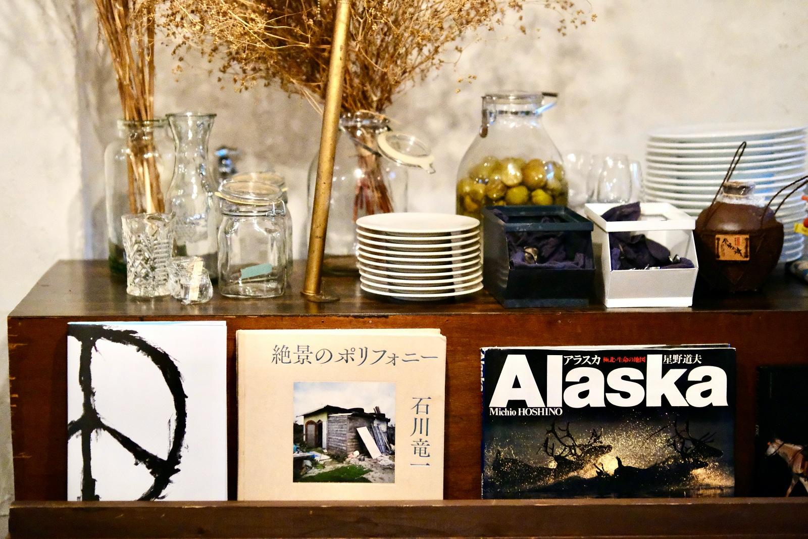 """東京でカルチャー誌を牽引してきた編集人・川口美保さんが 移住した""""沖縄のいま""""を集めて編む『CONTE(コント)=物語』"""